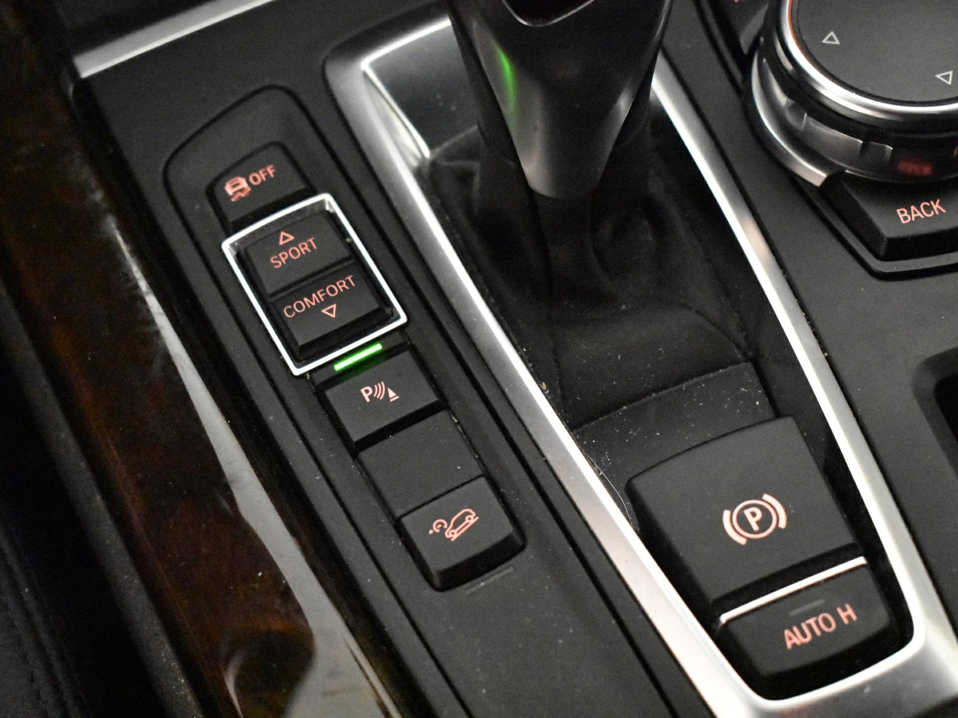 Autobedrijf Van der Wal en Zonen Car detail